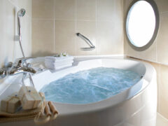 Гидромассажная ванна джакузи