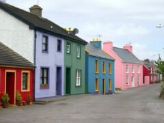 Варианты отделки фасадов частных домов: фото примеров