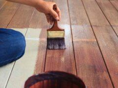 Краска по дереву для внутренних работ без запаха: разнообразие материалов, их свойства