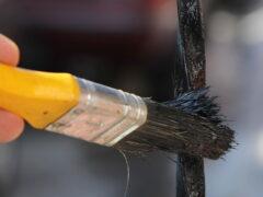 Краска по ржавчине для наружных работ по металлу и ее использование