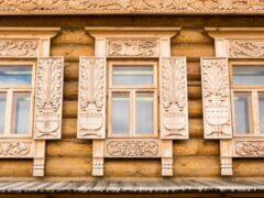 Наличники на окна в деревянном доме: дополнительное украшение фасада