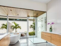 Потолок в ванной комнате: фото вариантов, достоинства и недостатки