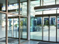 Тепловая завеса на входную дверь: ключ к созданию комфортного микроклимата