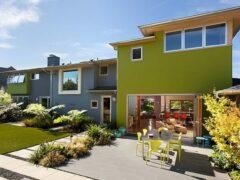 Чем обшить дом: фото фасадов частных домов