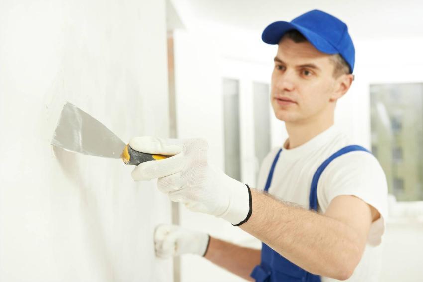 Выравнивание с помощью шпаклевки подходит для стен, имеющих незначительные погрешности