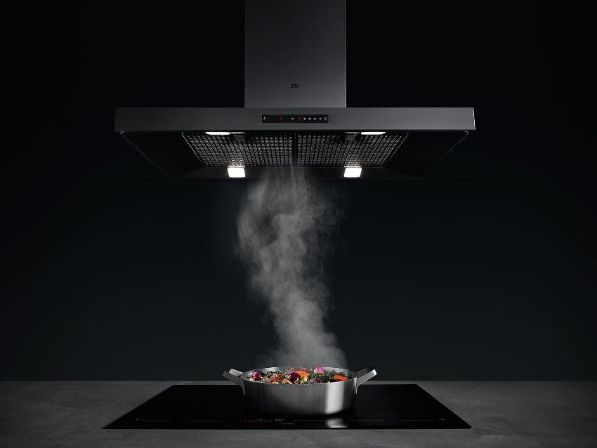 Модель для потолочного монтажа предназначена для «парения» над кухонным островом
