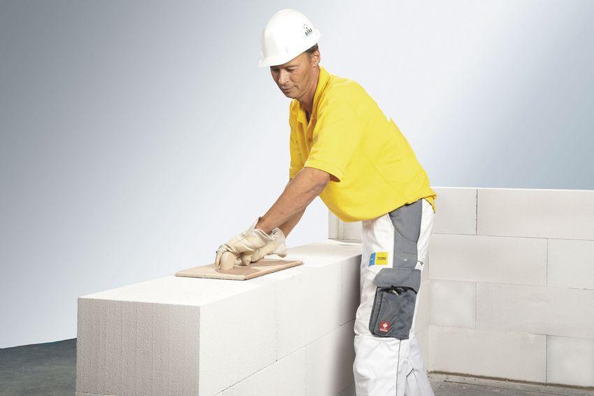Благодаря низкой плотности пеноблоки достаточно просты в обработке