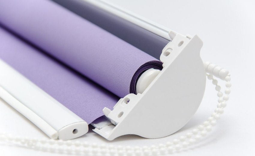В кассетном типе штор вал с полотном находятся внутри специального короба
