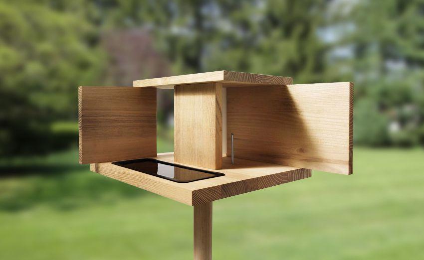 Деревянная кормушка-столовая, выполненная в современном дизайне