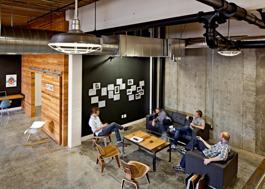 Стильный интерьер офисного помещения из контейнерных блоков