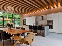 Деревянный потолок в доме: выбор качественной обшивки и технология обустройства