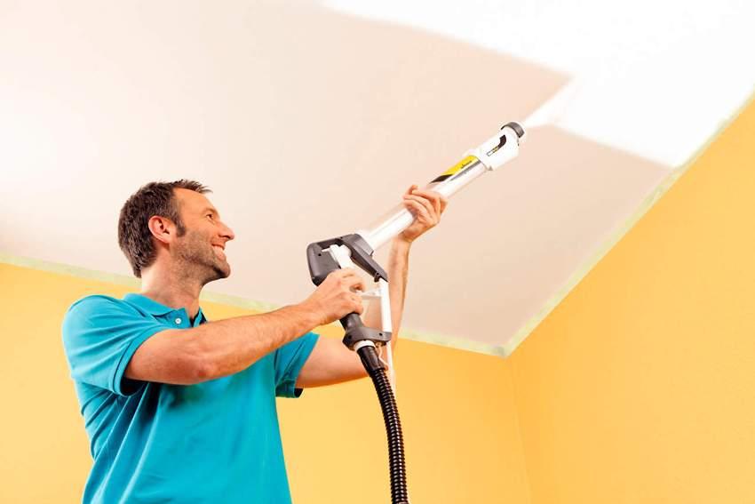 Если в планах красить потолок краскопультом с пола, то лучше использовать ручной агрегат в виде удилища