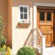 Входная деревянная дверь для частного дома и квартиры: надежность и дизайн