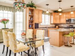 Кухонный стол стеклянный: стильная конструкция для любого интерьера