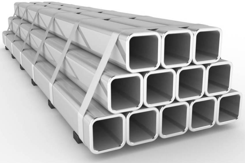 Для нахождения массы метра профильной трубы используется формула, в которой необходимо умножить толщину изделия на площадь стенок