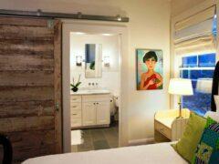 Межкомнатные двери: фото оригинальных конструкций в интерьере помещения