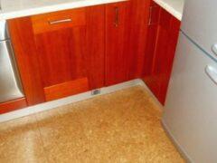 Пробковый пол на кухне: выбор, монтаж, уход