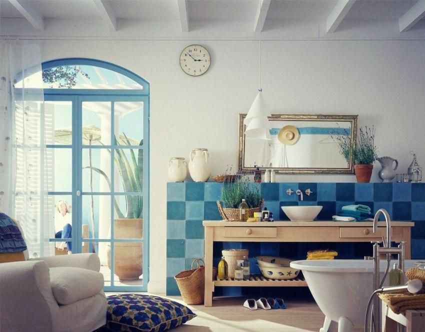 Украсить помещение ванной комнаты в средиземноморском стиле можно комнатными растениями