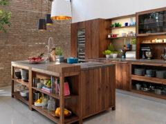 Полки на кухню: как создать красивый и гармоничный интерьер?