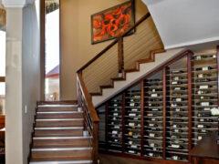 Шкафы под лестницей во всем своем великолепии и многообразии
