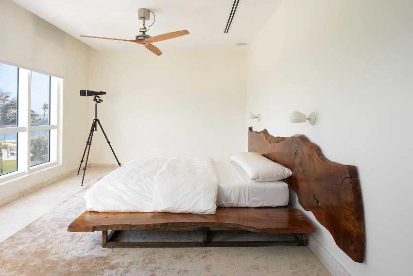 Спальня в экостиле должна быть просторной, в ней должно быть много света и воздуха