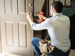 Замена дверного замка: причины поломок и подробная инструкция по их устранению