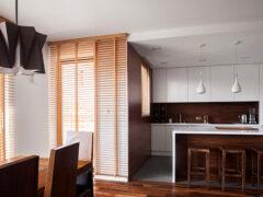 Деревянные жалюзи на окна: идеальный союз практичности и натуральной красоты