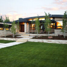 Проекты одноэтажных домов с гаражом для авто и самыми удобными планировками