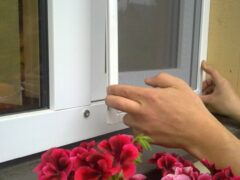 Установка москитной сетки как лучший способ защитить жилье от насекомых