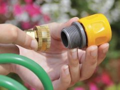 Быстросъем для шланга: надежное соединение элементов системы полива
