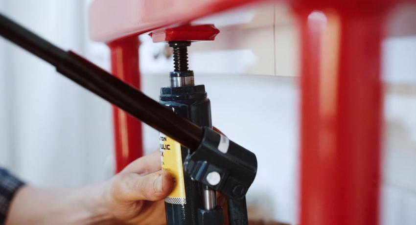 Пресс гидравлический своими руками: универсальный инструмент из домкрата