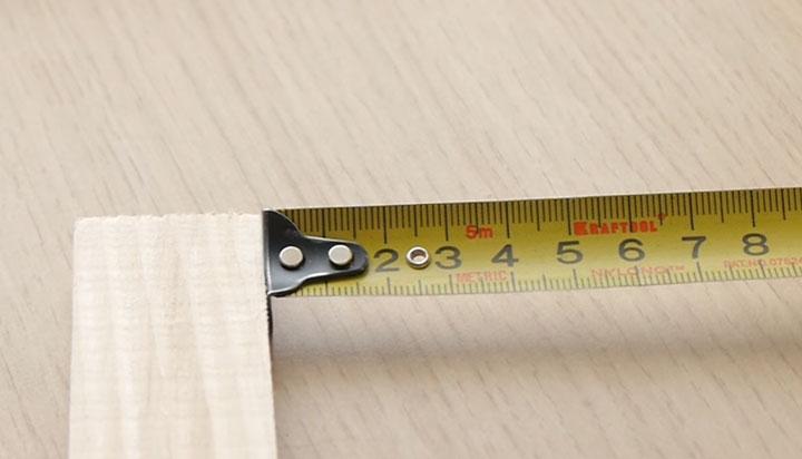 замер рулеткой с зацепом от предмета