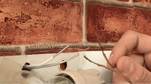 соединение меди и алюминия в стене подрозетника