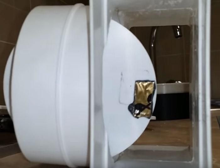 утяжелитель для надежного открывания заслонки на вытяжку