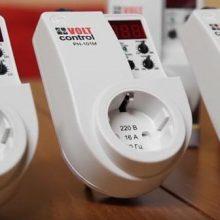 Защита от перенапряжения сети 220В – реле напряжения в розетку РН-101М, zubr r116y