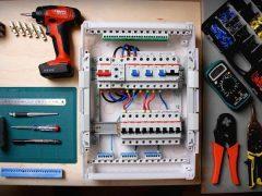 Сборка электрощитка своими руками 220в в квартире — порядок работ