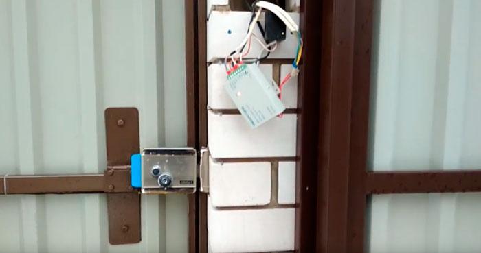 дополнительный блок птания для электромеханического замка видеодомофона куда спрятать