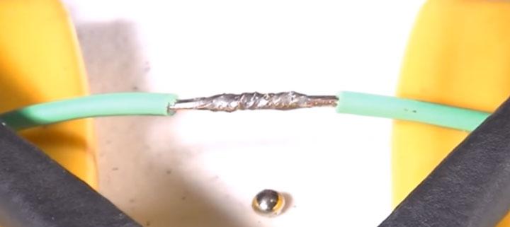 два провода спаянные между собой
