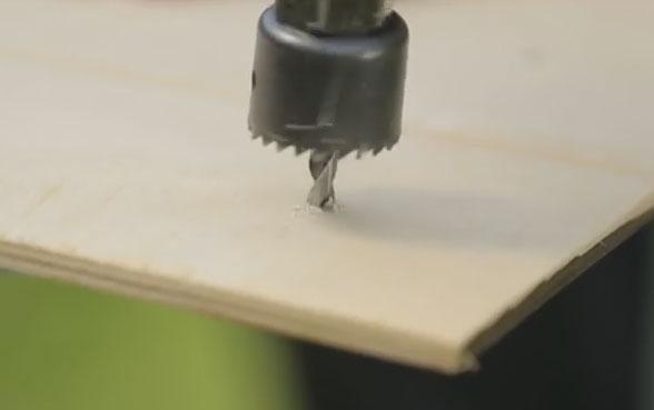 просверливание отверстия в фанере коронкой по дереву