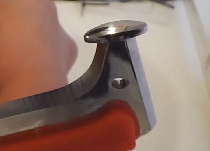 пятка на китайском красном ноже для электрика