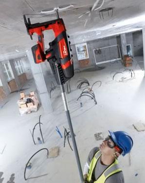 закрепление кабеля и хомутов на потолке с помощью удлинителя для монтажного пистолета Хилти BX3