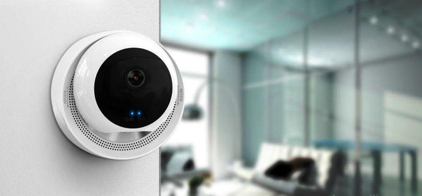 Помимо передачи изображения с камер, система также может информировать собственников о вторжении в дом