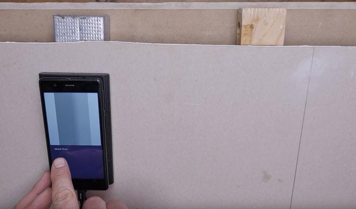 поиск алюминиевого профиля за стеной при помощи смартфона и walabot