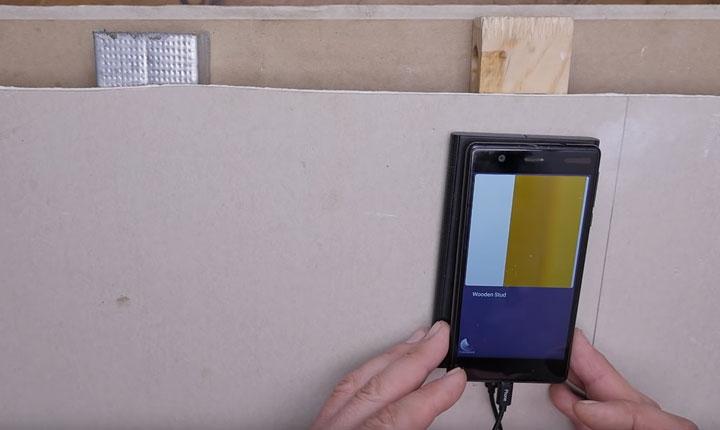 поиск деревянного профиля за стеной смартфоном и walabot