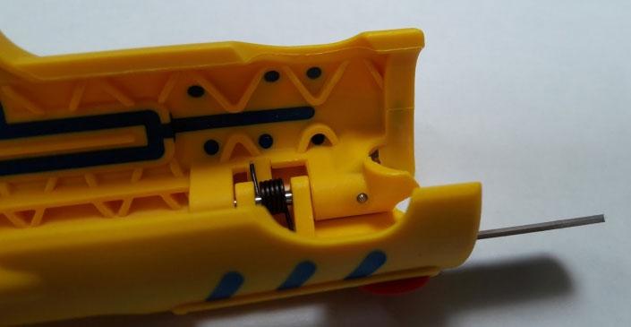 клык нож для продольного разреза оболочки провода