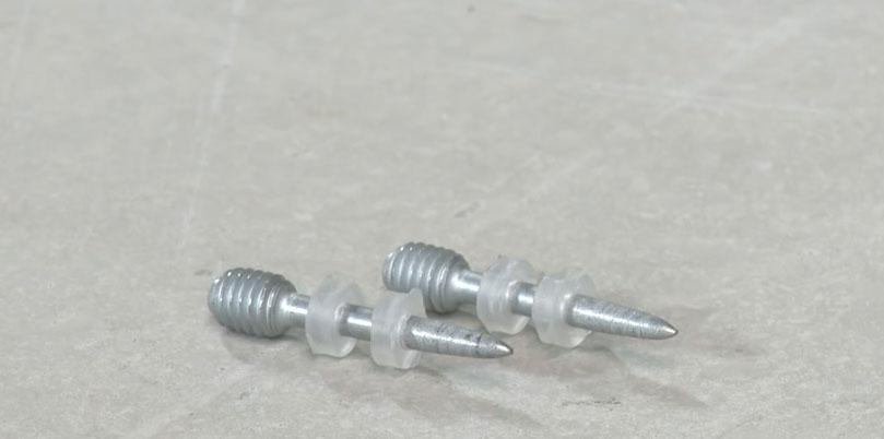 одиночный гвоздь шпилька для крепежа в стене и потолке труб, кабелей, проводки