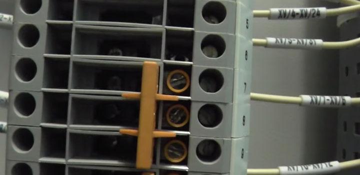 перемычка на токовой клеммнике