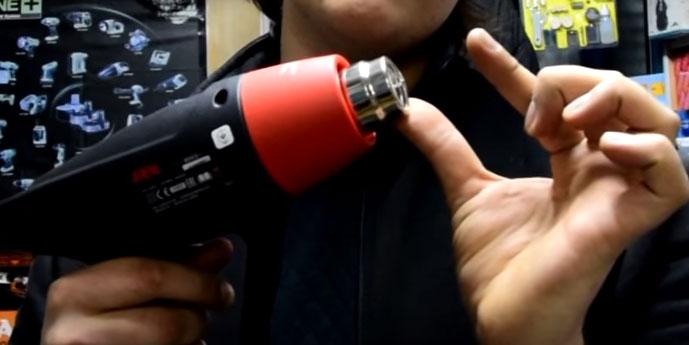 насколько можно приближать объект нагревания к соплу при работе с техническим феном