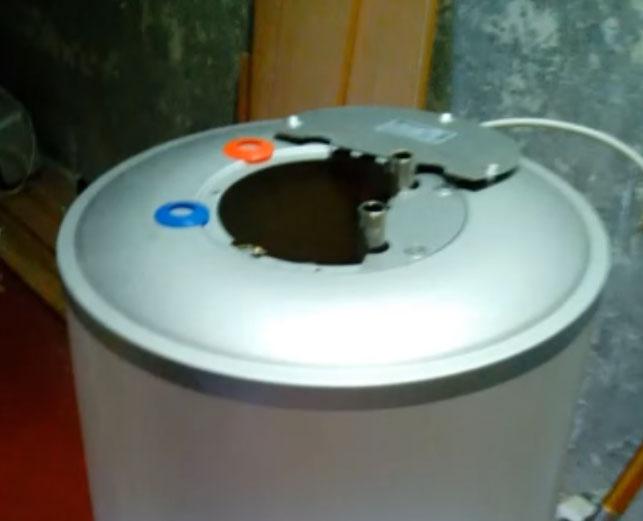 как открыть крышку бойлера для доступа к месту крепления тэнов