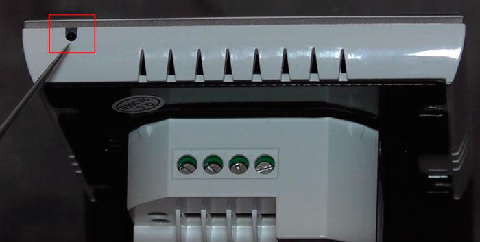 встроенный в корпус терморегулятора датчик воздуха